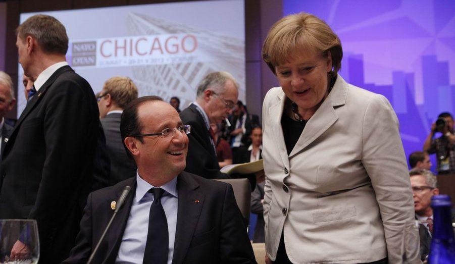 Le Président Hollande avait réservé sa première visite à l'Allemagne, le 15 mai. A Camp David, puis à Chicago, il a eu l'occasion de croiser encore Angela Merkel. Leurs divergences sur la gouvernance économique de la Zone euro de vues sont notoires, mais les deux dirigeants s'efforcent de mettre en avant leurs points d'accord. Quant aux sujets qui fâchent, comme les euro-obligations, chacun avance avec une prudence de sioux.