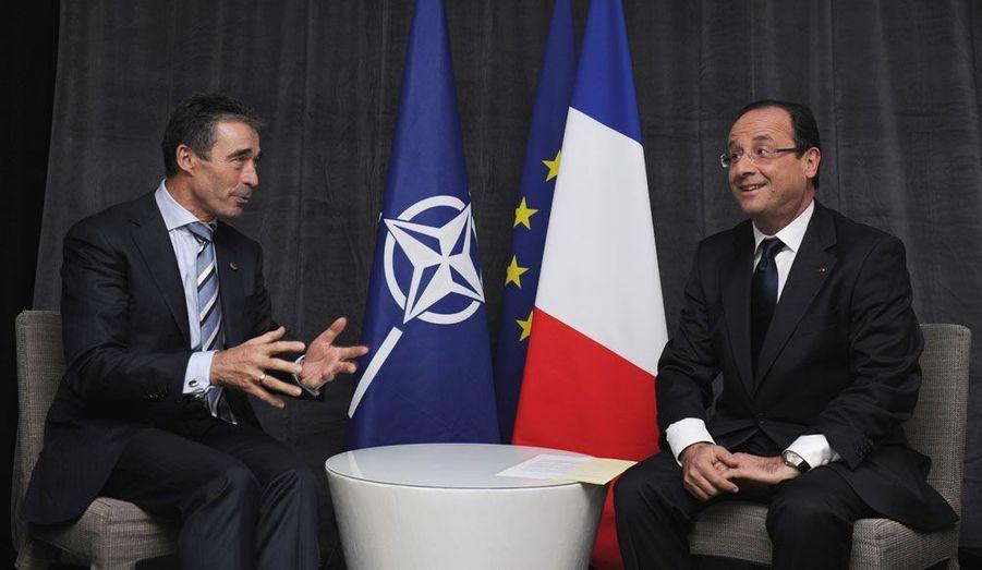 En entretien avec le secrétaire général de l'Otan, Anders Fogh Rasmussen, le nouveau Président affiche la même décontraction. François Hollande est pourtant venu au sommet avec une exigence non-négociable: le retrait des troupes françaises d'Afghanistan d'ici la fin 2012. «Sur cette question, nous avons pu faire valoir notre point de vue tout en donnant à nos alliés les garanties nécessaires», a-t-il assuré à l'issue du sommet.