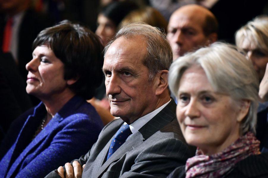 Le sénateur Gérard Longuet (à droite, Penelope Fillon)