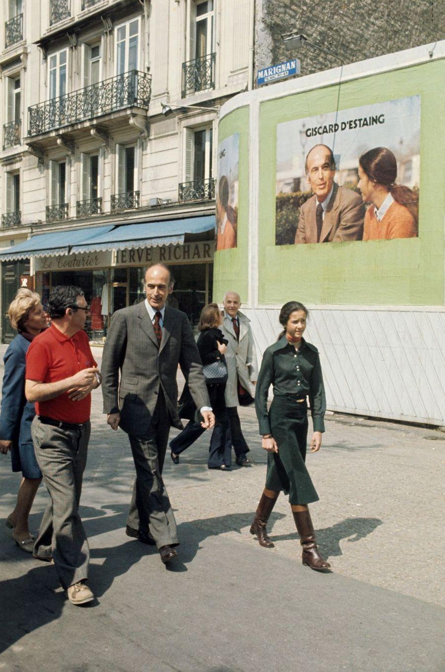 Jacinte Giscard d'Estaing, ici avec son père, apparaît sur l'affiche de la campagne présidentielle en 1974.