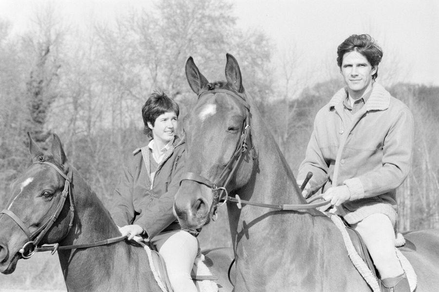 Mars 1979, Jacinte, 19 ans, pose avec son fiancé, Philippe Guibout, 29 ans. Le couple se mariera en avril.