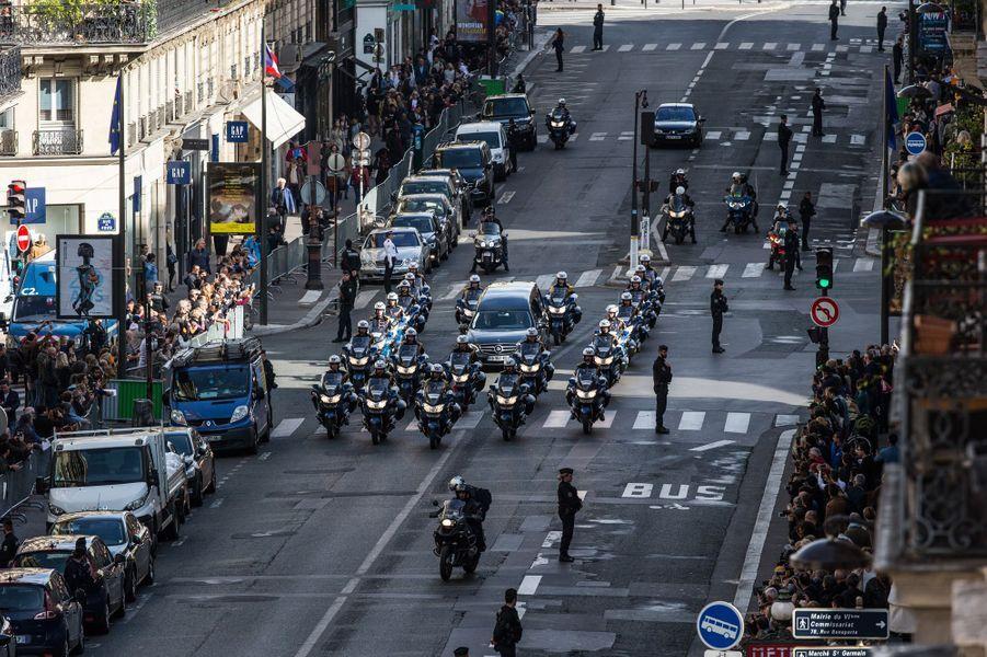Le convoi est en direction de l'église Saint-Sulpice.