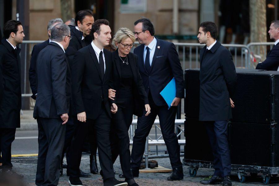 Claude Chirac et son fils Martin arrivent à l'église.