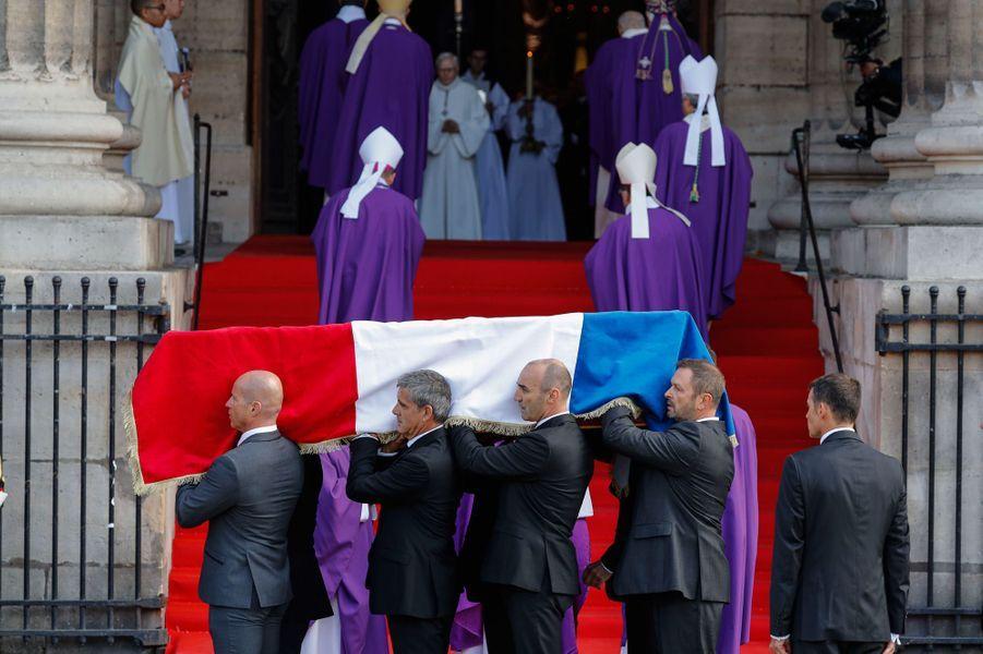 Arrive du cercueil de Jacques Chirac, à l'église Saint-Sulpice.
