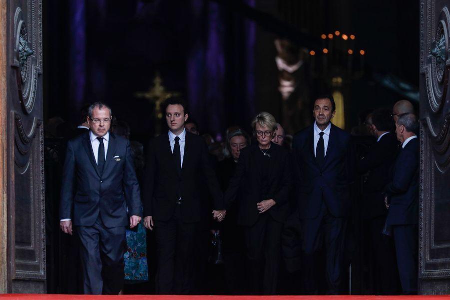 La famille de Jacques Chirac sort de l'église Saint-Sulpice.