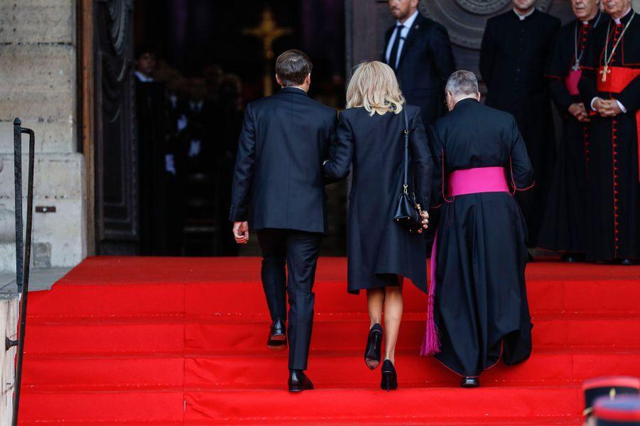 Le couple présidentiel, Emmanuel et Brigitte Macron, à son arrivée à l'église Saint-Sulpice.