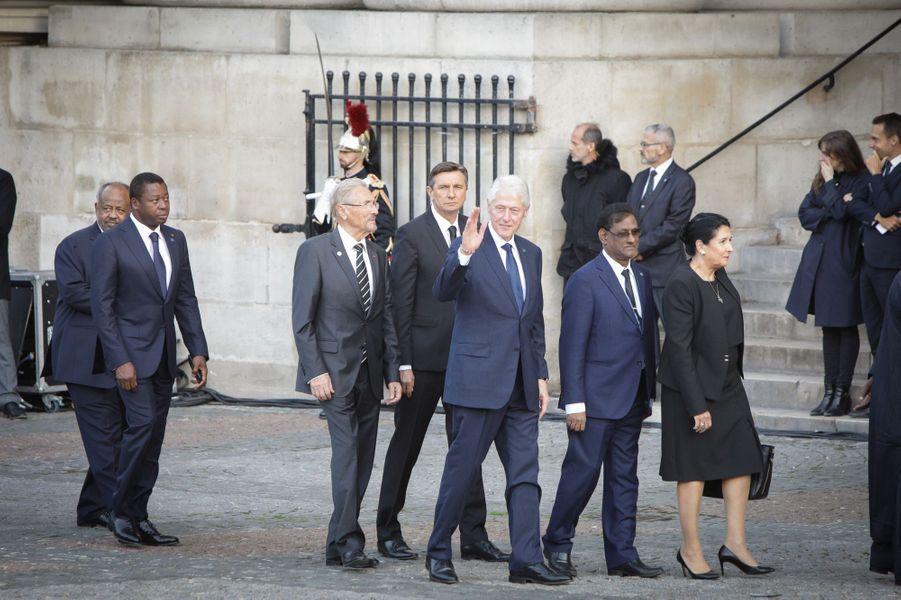 L'ancien président américain Bill Clinton arrivant à l'église Saint-Sulpice.
