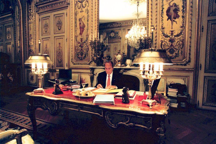 9 septembre 2001. Le président Jacques Chirac dans son bureau de l'Elysée.