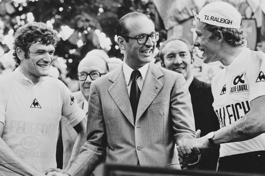 Sur le Tour de France, en compagnie deBernard Théveneten 1977.