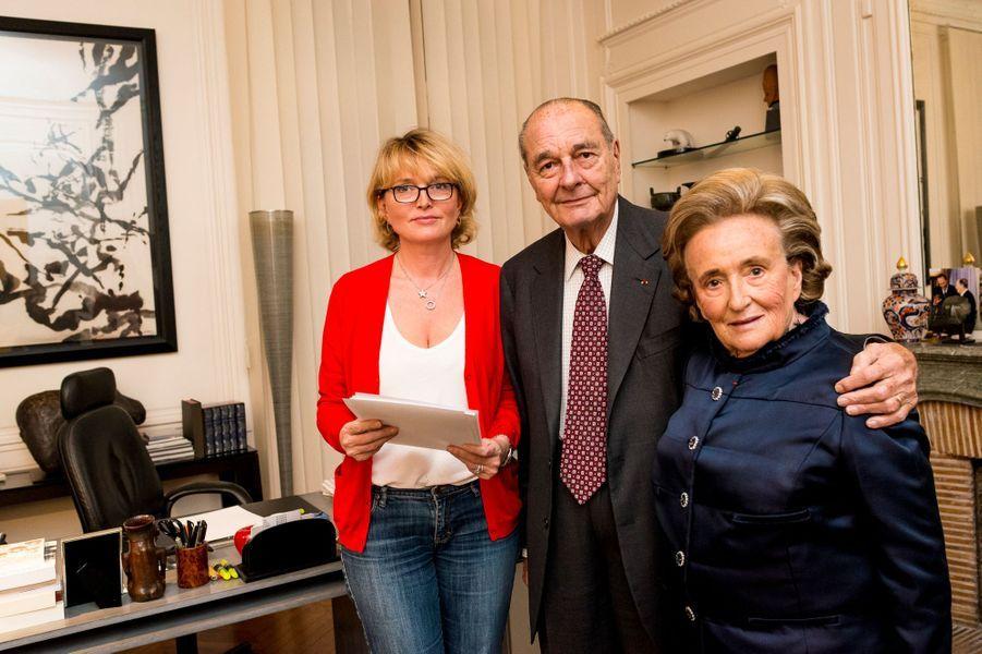 Paris, France, 20 novembre 2013. L'ancien président de la République française, Jacques Chirac, à son bureau, rue de Lille, à Paris, avec Claude et Bernadette.