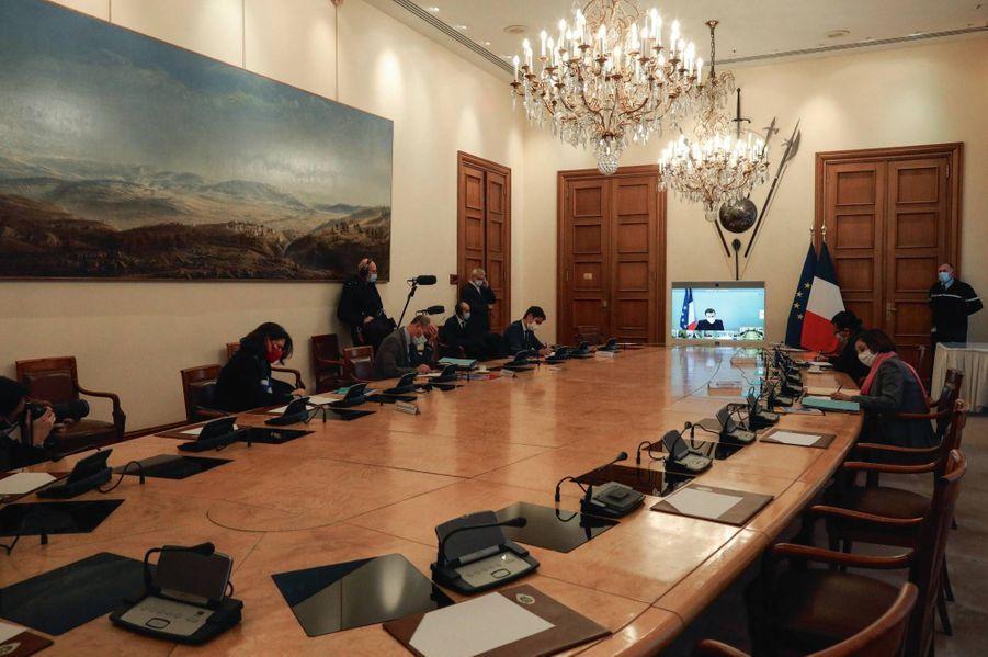 Présidé en visioconférence par Emmanuel Macron, dernier Conseil des ministres avant les 4 fêtes de fin d'année.