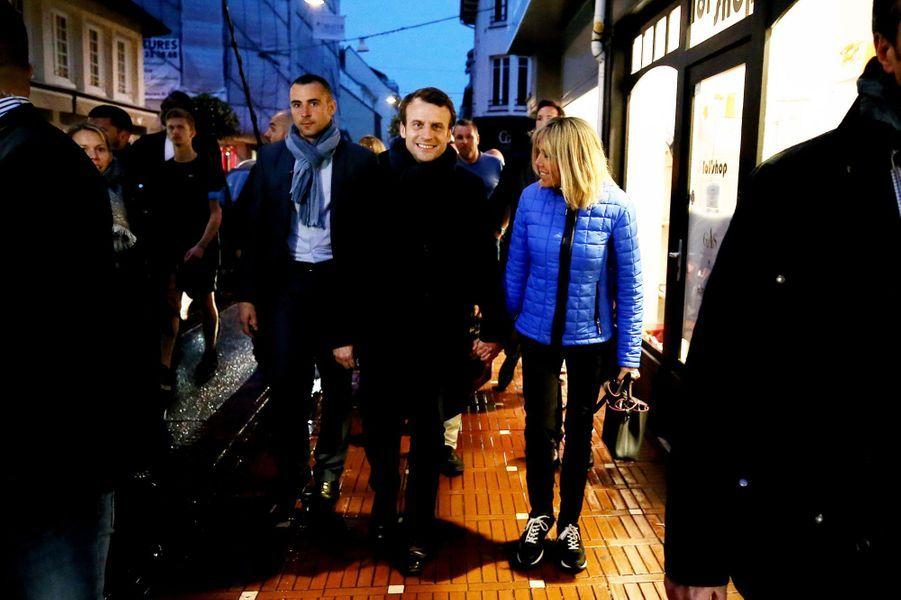 Samedi soir, veille du second tour, Emmanuel Macron et sa femme sont allés dîner à la Brasserie des Sports au Touquet.