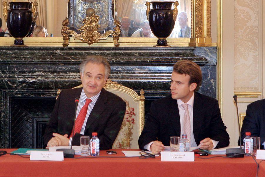 En 2007, Emmanuel Macron, 30 ans, aux côtés deJacques Attali, qui en a fait le rapporteur adjoint de sa commission pour la libération de la croissance.