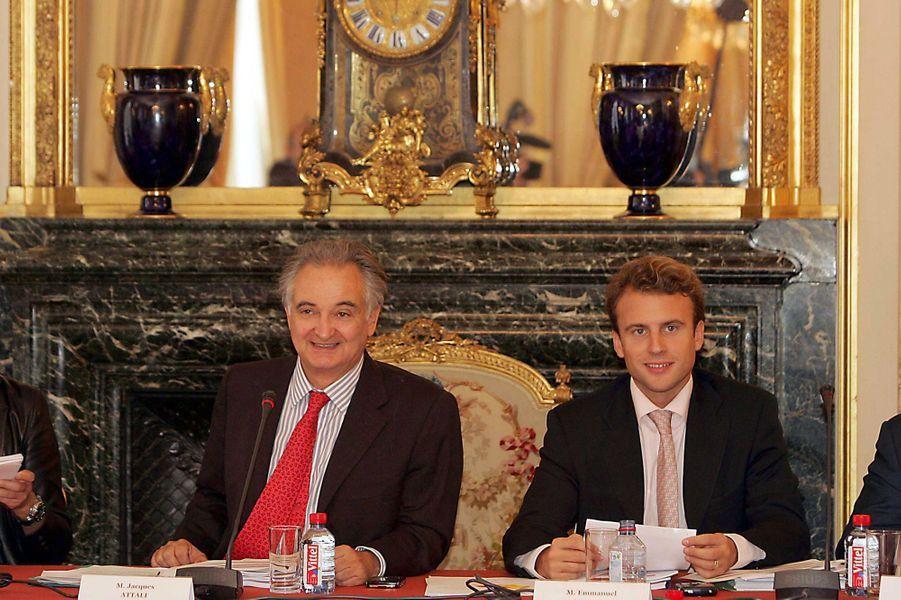 En 2007, Emmanuel Macron,30 ans, aux côtés deJacques Attali, qui en a fait le rapporteur adjoint de sa commission pour la libération de la croissance.