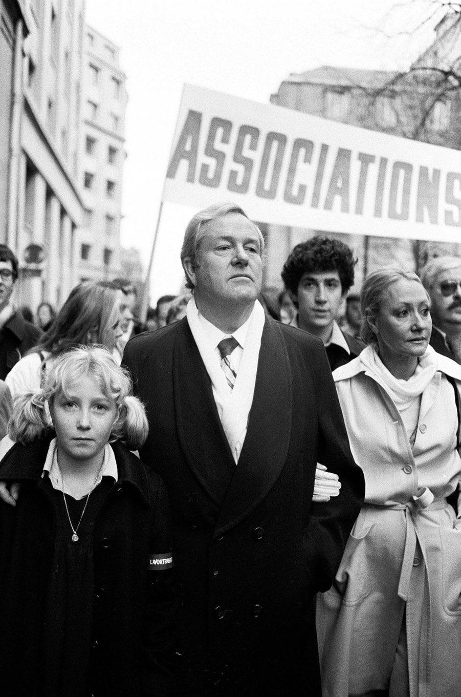 Jean Marie Le Pen, sa femme Pierrette et leur fille Marine à une manifestation anti-avortement, le 17 novembre 1979.
