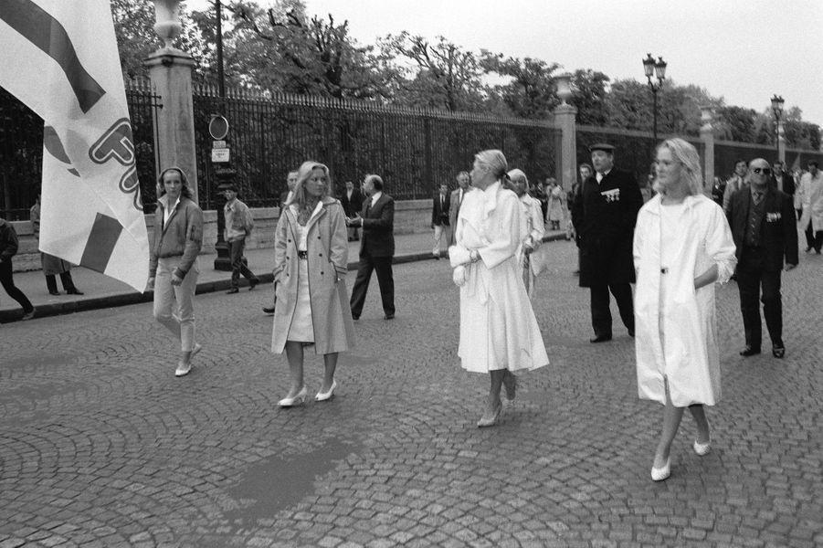 Marine Le Pen, Marie Caroline Le Pen, Pierrette Le Pen et Yann Le Pen défilent pour la Fête de Jeanne d'Arc à Paris, le 13 mai 1984.
