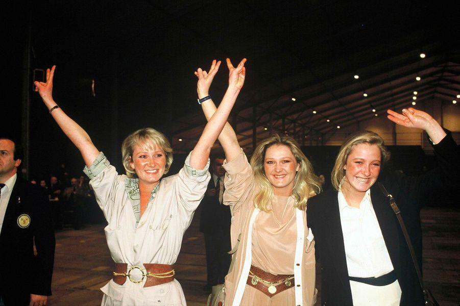 Yann, Marie Caroline et Marine Le Pen lors des élections législatives, le 16 mars 1986.
