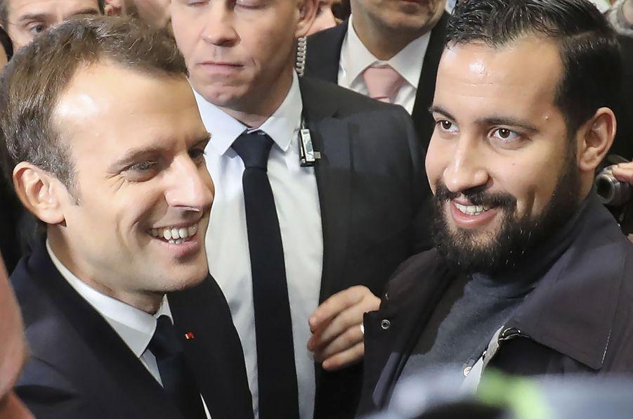 24 février 2018. Emmanuel Macron visite le Salon de l'Agriculture,Porte de Versailles. A ses côtés, Alexandre Benalla.
