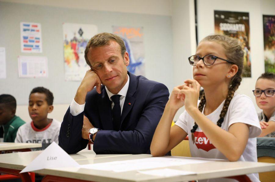 3 septembre 2018. Emmanuel Macron assiste à la rentrée scolaire dans un collège de Laval.