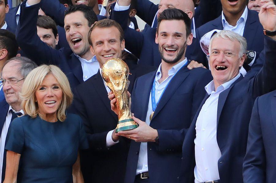 16 juillet 2018.Emmanuel Macron et son épouse Brigitte accueillent à l'Elysée les champions du monde de football.