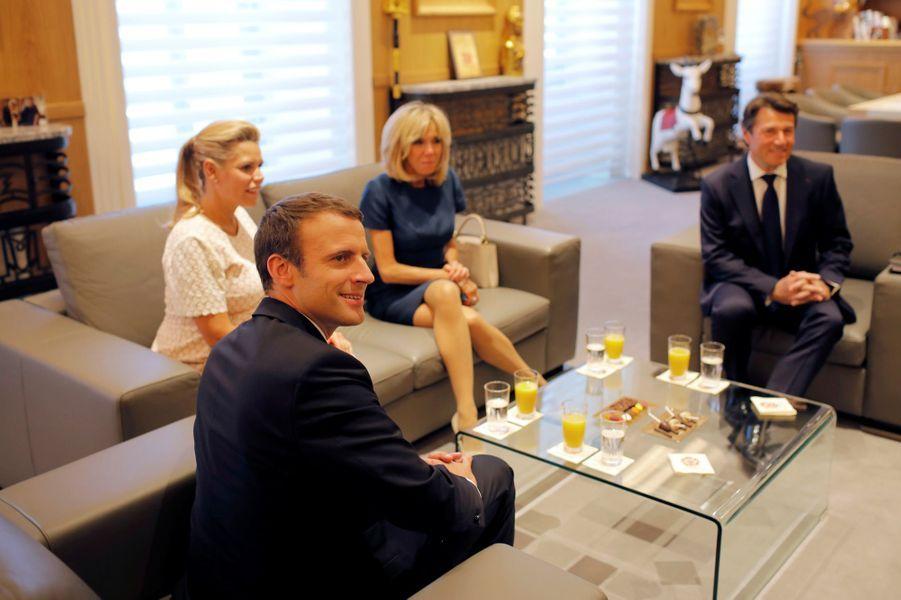 Christian Estrosi et son épouseLaura Tenoudjia aux côtés du couple présidentiel.