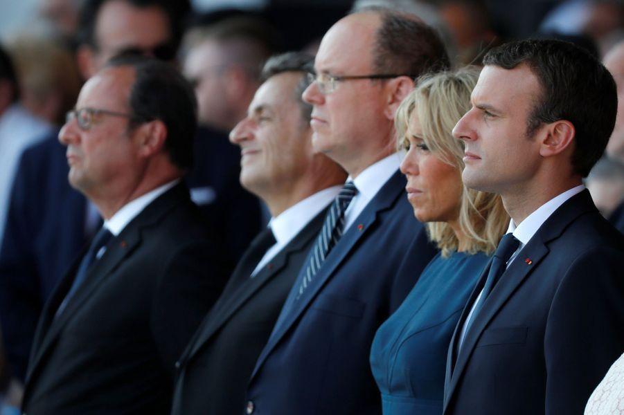 Emmanuel Macron aux côtés de son épouse Brigitte, du Prince Albert et de ses prédécesseurs François Hollande et Nicolas Sarkozy.