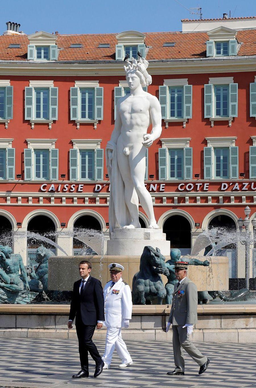 Emmanuel Macron assiste à l'hommage aux victimes de l'attentat de Nice.