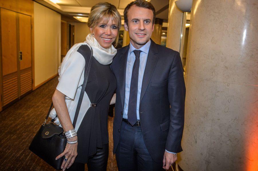 Emmanuel Macron et son épouse Brigitte au dîner du CRIF, à Paris en février 2017.