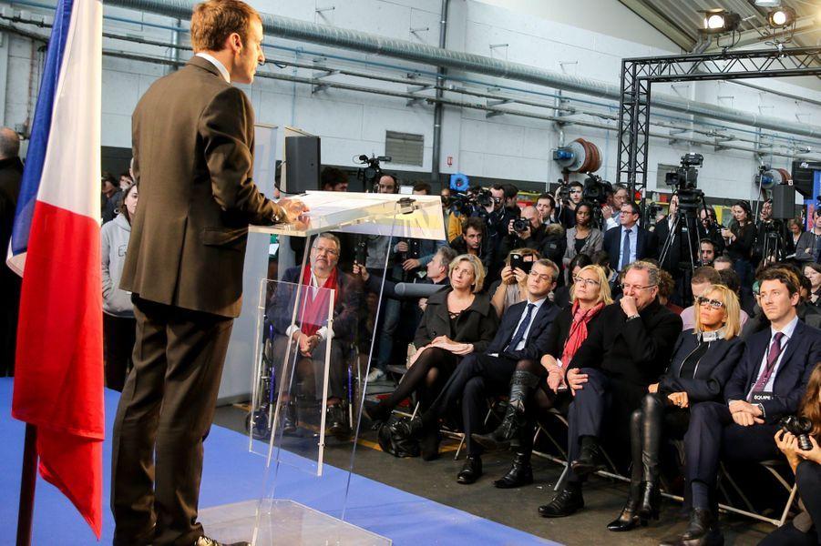 Emmanuel Macron annonce, le 16 novembre 2016, sa candidature à la présidentielle. Brigitte Macron est au premier rang.