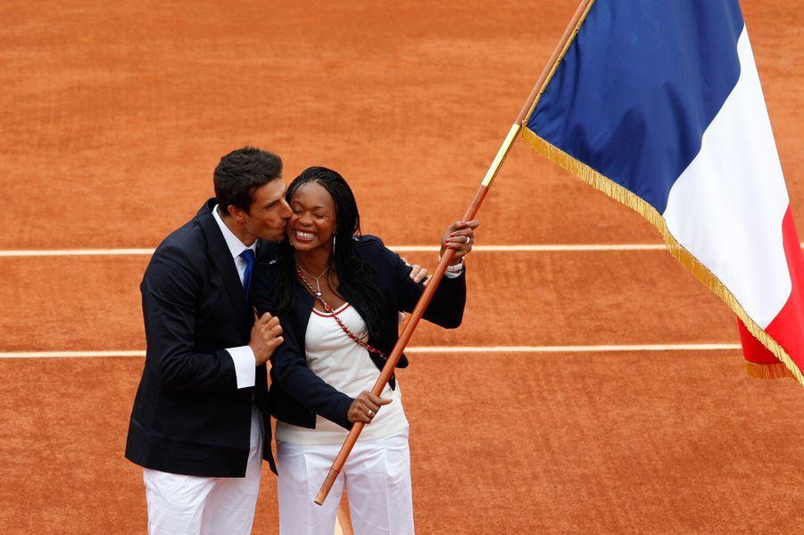 Tony Estanguet, porte drapeau 2008,et Laura Flessel , porte drapeau pour les Jeux de Londres, s'invitent à Roland Garros en 2010.