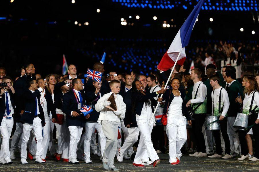 Cérémonie d'ouverture des Jeux de 2012 à Londres. Laure Flessel est le porte-drapeau.