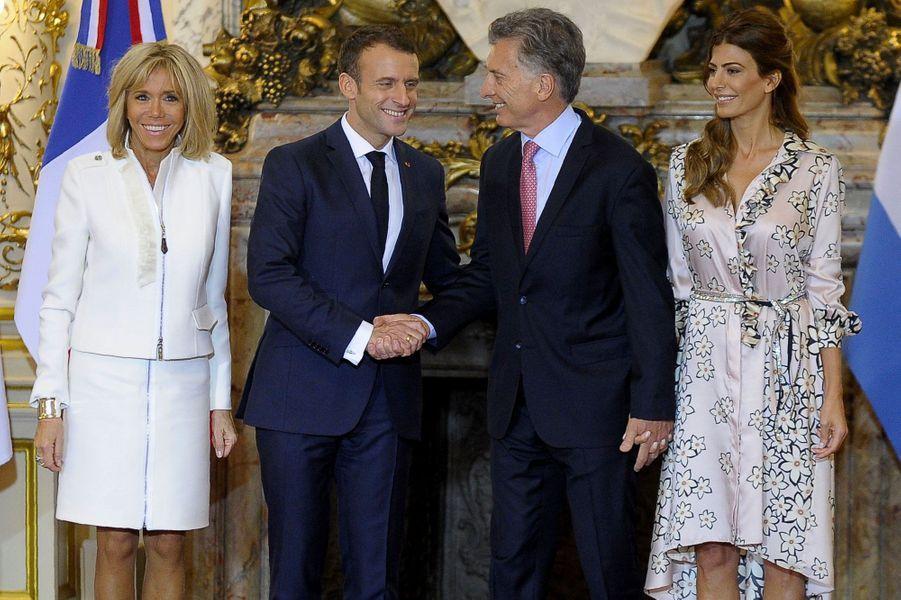 Emmanuel Macron avec le président argentin Mauricio Macri, Brigitte Macron et la première dame argentine, Juliana Awada.