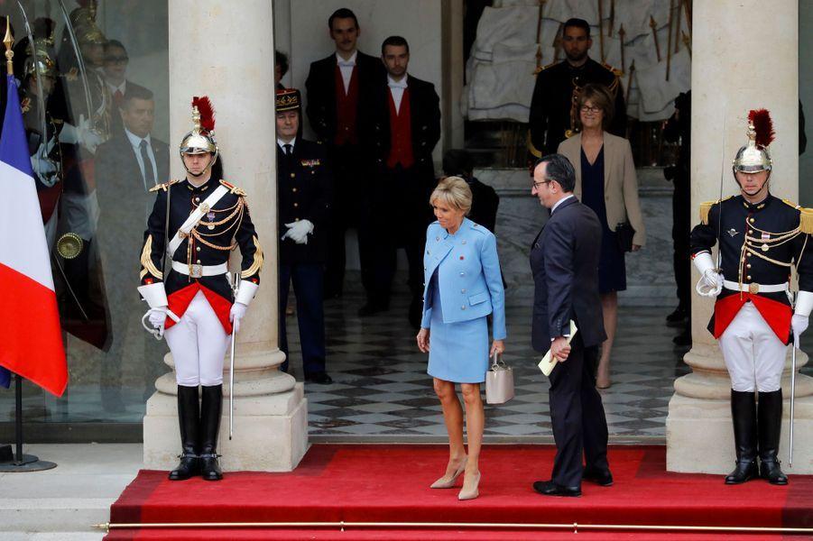 Brigitte Macron sur le perron de l'Elysée