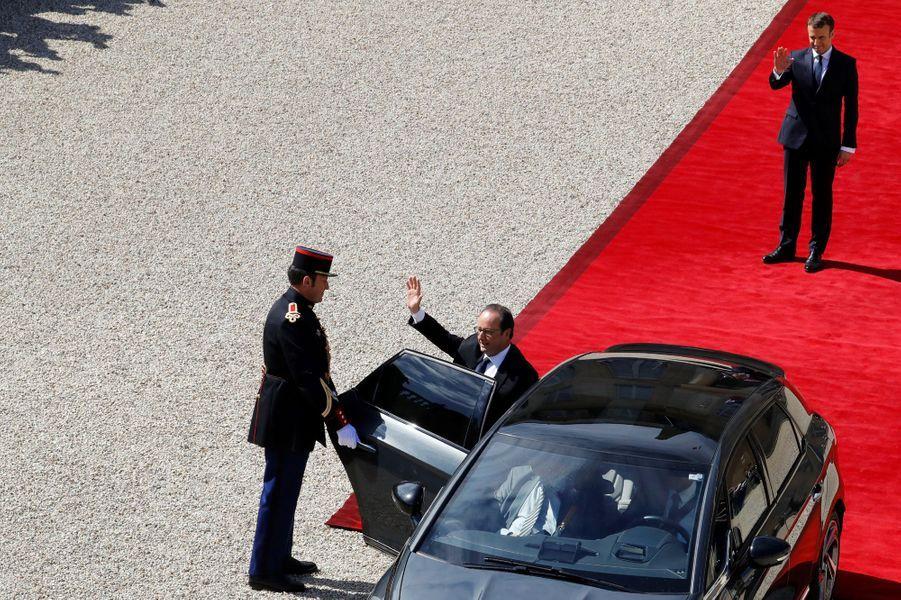 Emmanuel Macron dit au revoir à François Hollande
