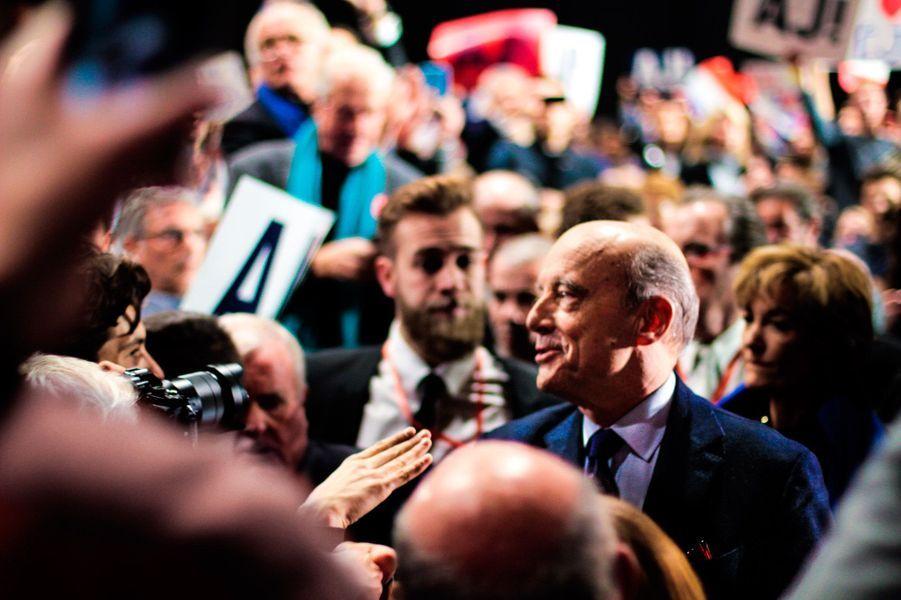 Alain Juppé a été très applaudi par ses supporters même s'il est largement devancé par François Fillon.