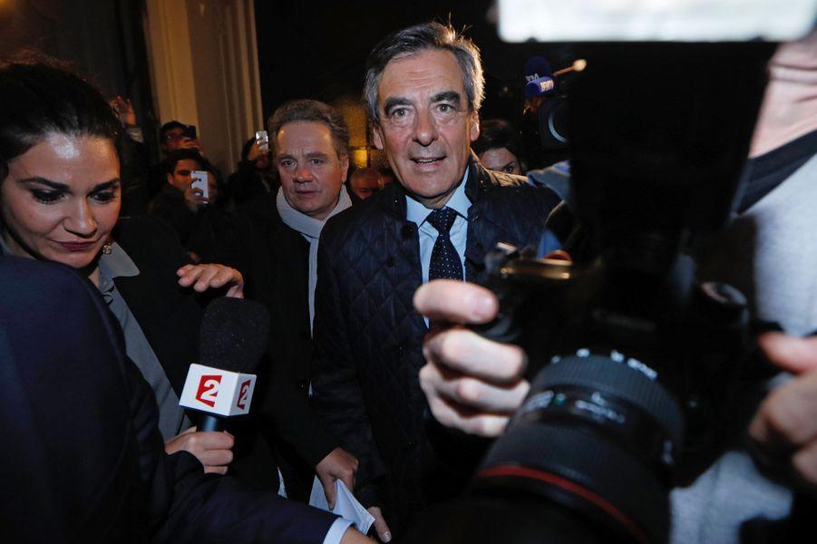 Arrivé en tête, François Fillon arrive à son QG.