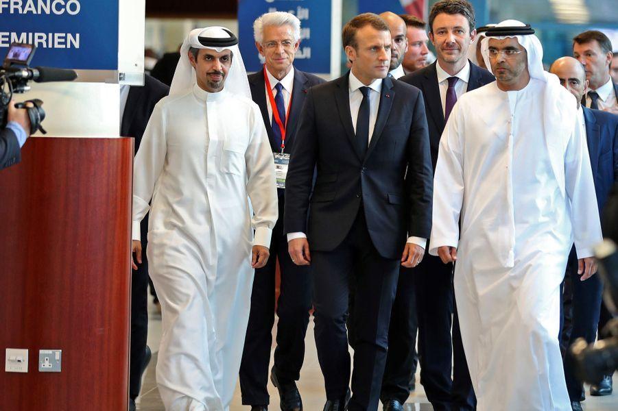 Emmanuel Macron à la chambre de commerce deDubaï, en compagnie de son présidentMajid Saif Al Ghurair.