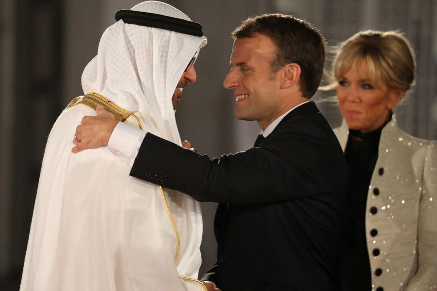Mohammed ben Zayed Al-Nahyane accueilleEmmanuel Macron et son épouse Brigitte, arrivés mercredi.