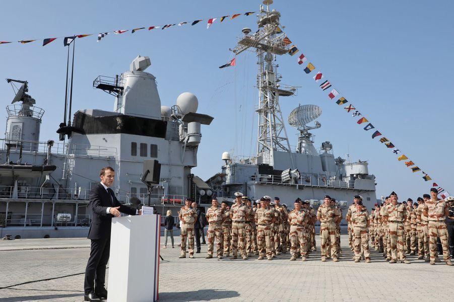 Emmanuel Macron visite jeudila base navale où sont stationnés une partie des quelque 700 militaires français basés aux Emirats.
