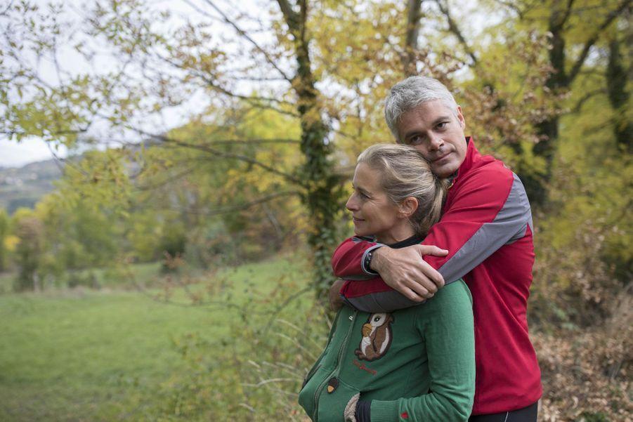 Avec sa femme Charlotte, Laurent Wauquiez chez lui au Puy-en-Velay.
