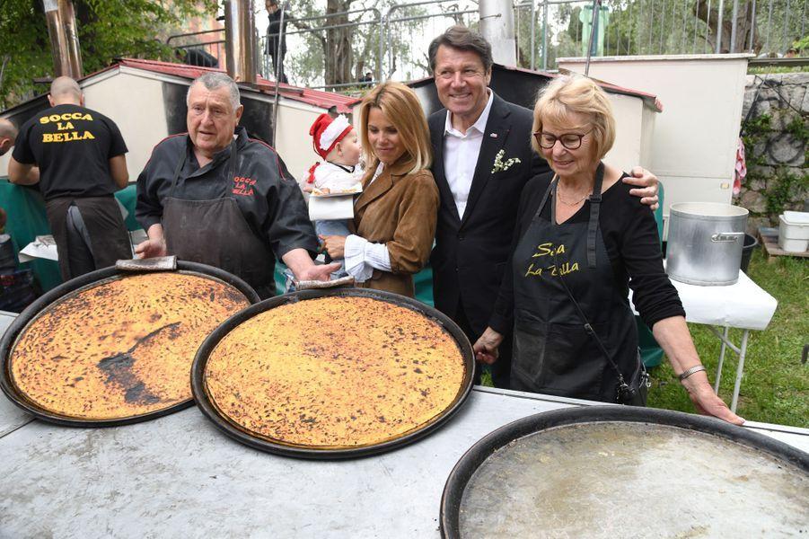 Christian Estrosi, son épouse Laura Tenoudji et leur fille Biancaà la Fête des Mai, organisée dans les jardins de Cimiez à Nice.