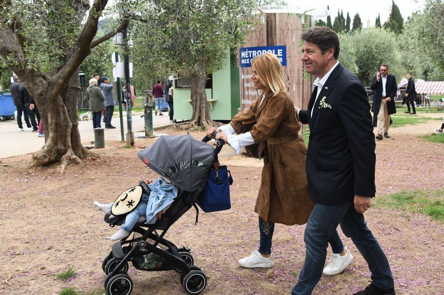 Christian Estrosi et son épouse Laura Tenoudji ontparticipé mardi à la Fête des Mai, organisée dans les jardins de Cimiez à Nice.