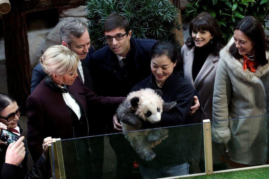 Brigitte Macron avec Yuan Meng.