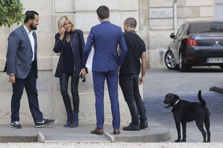Brigitte Macron et Nemo à l'Elysée, le 12 octobre.