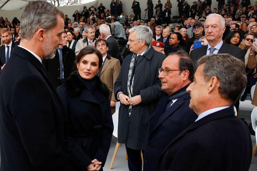 Le roi et la reine d'Espagne discutent avec François Hollande et Nicolas Sarkozy