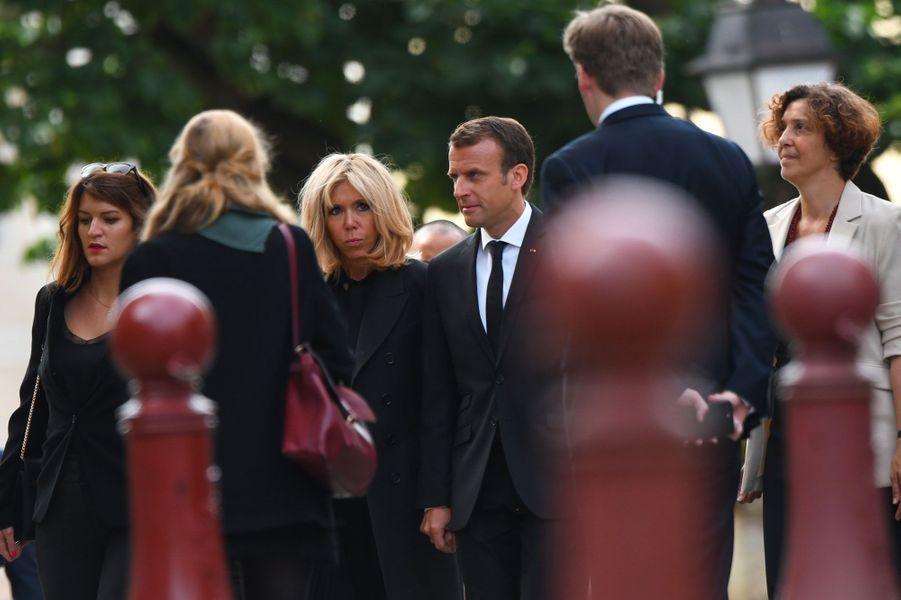Marlène Schiappa, Brigitte Macron et Emmanuel Macron aux obsèques de l'ancien maire du Mans, Jean-Claude Boulard, lundi.