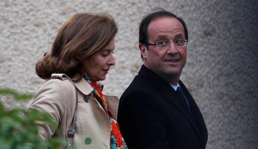 François Hollande est arrivé en premier, en compagnie de Valérie Trierweiler.