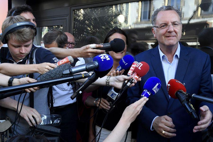 Richard Ferrand, ministre de la Cohésion des Territoires :56,53%