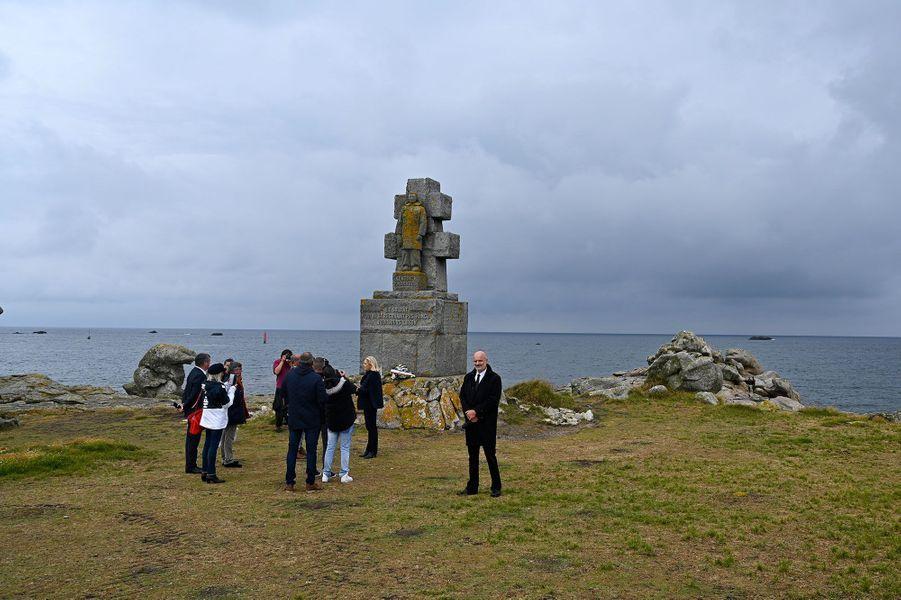 Marine Le Pen prononce un discours sur l'île de Sein, mercredi.