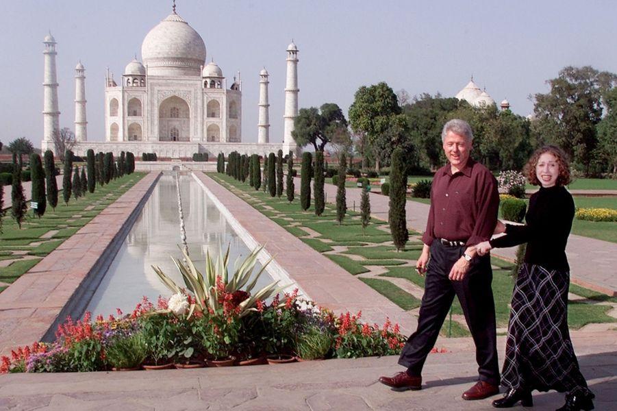 Bill Clinton et sa fille Chelsea visitent le Taj Mahal en mars 2000.